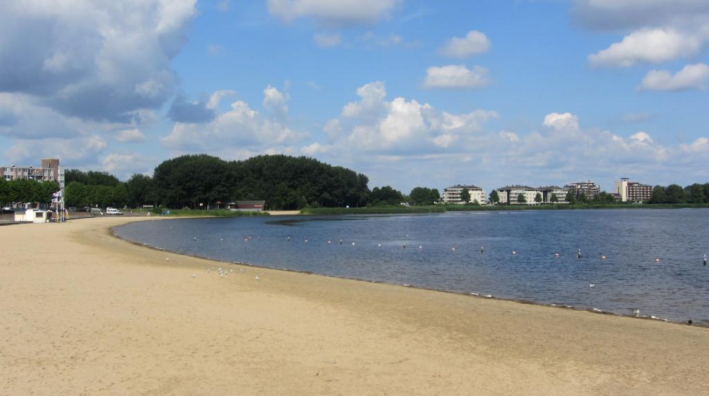 Strand aan het Gooimeer / beach at 'Het Gooimeer'
